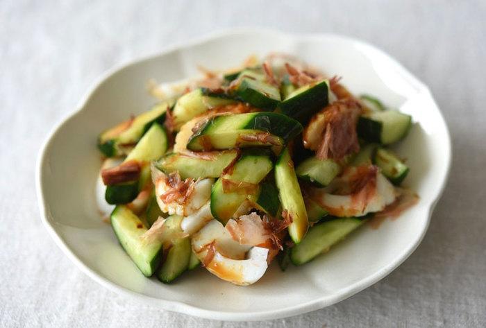 たっぷりのおろし生姜でキュウリとちくわを和えて作る簡単な一品。とっても簡単ですが箸が止まらなくなる美味しさです。