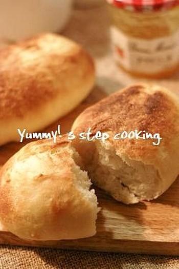 オーブントースターで焼くフランスパンのレシピもご紹介。焼き立てのパリッとした歯ざわりが楽しめるのも手作りだからこそですね。
