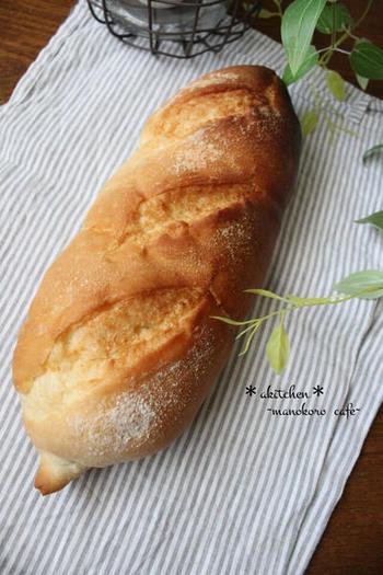 日本人好みのソフトフランスパンです。ふんわり、モチッとした内側はお料理にも合い、サンドイッチにしても美味しいです。