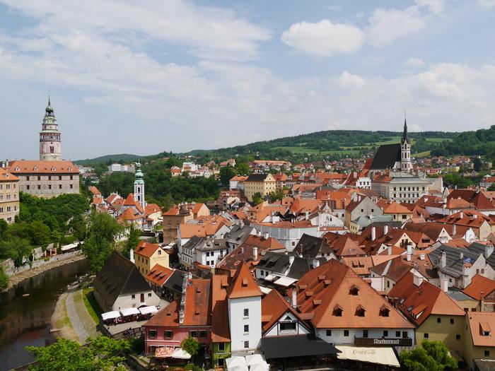 チェスキー・クルムロフの歴史は古く、街の創建は13世紀に遡ります。ボヘミアの有力貴族、ヴィートコフ家によってチェスキー・クルムロフ城が築城されたのがこの街の始まりとなります。
