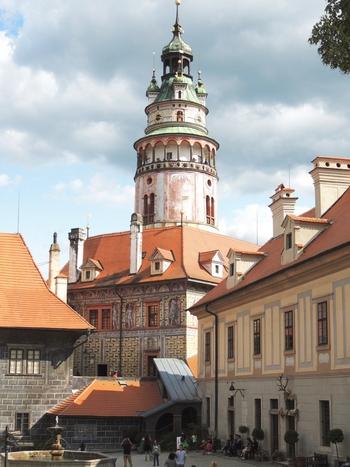 城の中でもひときわ目立つ特徴的な塔は、ルネッサンス様式のものです。