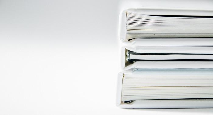 何年も前の書類も整理してみてください。「いつか見るかも、もしかしたら後で必要かも」と思ってためていた書類は、既にただの紙切れになっている可能性も。シュレッダーにかけ、気持ちよく処分してしまいましょう。