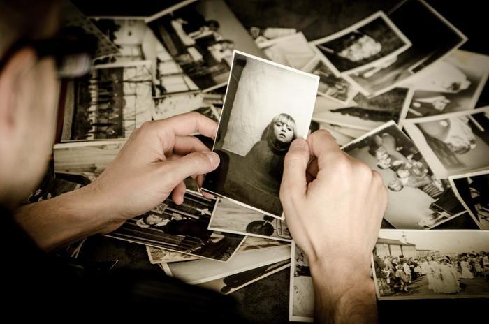 アルバムや手紙、教科書、ノート…なかなか捨てづらいモノばかりかもしれません。無理に捨てる必要はありませんが、スキャンしたり写真に撮ったりしてデジタル化し、整理することも考えてみてくださいね。
