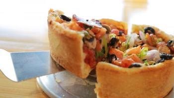シカゴピザは、日本ではあまり目にする機会がないメニュー。お子さんのお誕生日にサプライズで食卓へ出せば、その迫力あるピザにきっと喜んでくれるはずです!