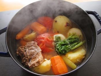 そもそもポタージュ『potage』はフランス語で、お鍋で煮込んだスープ全般のことを意味します。そこからとろみのついたものがポタージュ・リエ、透き通ったものをポタージュ・クレールと分類されるそうです。