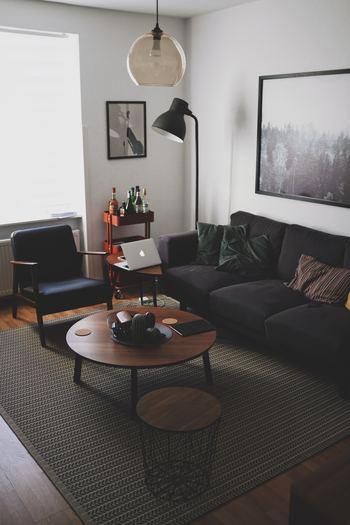 「IKEA Place」の使い方はとても簡単で、自宅やオフィスなど家具を置きたい床面をスキャン後、アプリ内にあるIKEAの家具を検索して、置きたいスペースに移動させるだけ。スキャンしたお部屋に合わせて、アプリが自動で家具のサイズを3D調整してくれるのが特徴です。今ある空間がIKEAの家具を置くことによって、どのような印象に変わるのかを購入前にシミュレーションできる嬉しいアプリですね。IKEA家具を買う前に、是非一度試されることをおすすめします。