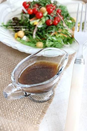 バルサミコ酢とオリーブオイルを合わせた和風ドレッシング。 和風サラダには勿論、醤油の香りは、みょうがや大葉などの薬味、豆腐などにもとても良く合います!