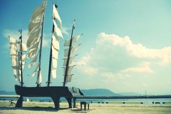 女木港をお散歩すれば、魅力あふれるアート作品に出会うことができます。
