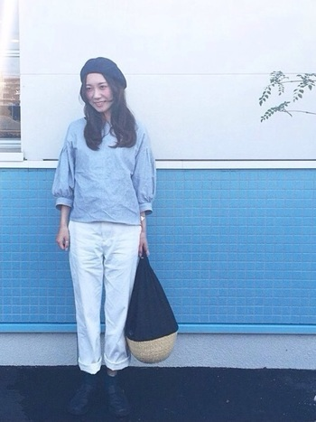 ベレー帽をかぶる時は、前髪を分けておでこを出すとすっきりした印象に。シンプルコーデにベレー帽がアクセントになってお洒落です。ガーリーすぎる服にベレー帽を合わせてしまうと甘くなりすぎてしまうので、バランスには注意しましょう。