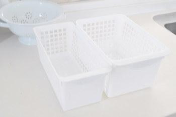サイズが豊富なバスケットも食材やキッチン用品の仕分けにぴったり。パズルのように組み合わせれば、すき間を有効に使えます。