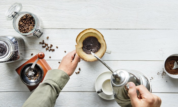 朝の目覚めにすっきりしたいときや、仕事や家事の合間に一息つきたいとき、コーヒーを飲むだけで手軽に気分がリフレッシュできるので、毎日コーヒータイムを楽しんでいるという方も多いのではないでしょうか…?豊かな香りを感じながら丁寧にドリップで淹れたコーヒーは、格別の味がしますよね。