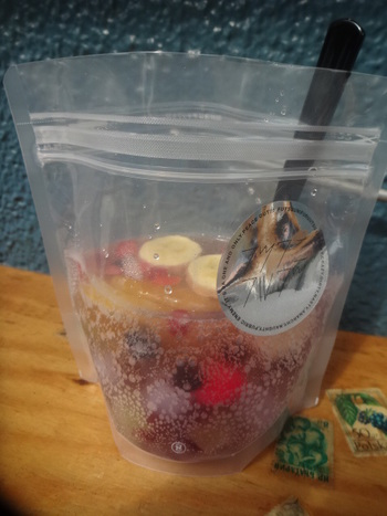 去年の夏好評だった「フルーツポンチ」は、チェリーやブルーベリー、キウイ、バナナ入り。ソーダとシロップで割った、しゅわっと爽やかな味わいだそう。