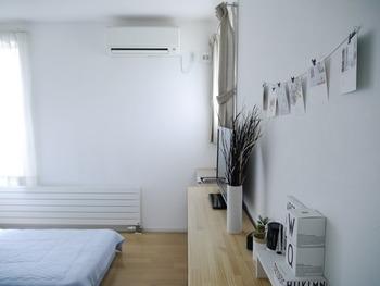 エアコンにできるだけ頼りたくないけれど、熱中症などの危険から付けて眠るという方も多いのでは。  エアコンの設定温度は、寝る1時間前から25度から26度に冷やしておき、寝る時に28度くらいに上げておくと良いそう。