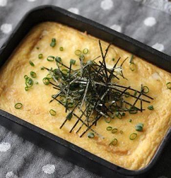 豆腐とすりおろした長いもで作るフワフワなグラタン。手が込んでいうようにみえますが、ピザ用チーズを散らしてトースターで焼いて作る簡単、おいしいメニューです。