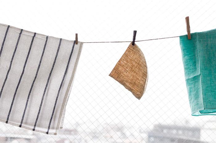 もともとコーヒー豆の保存に使われていた、防虫効果がある麻の袋。イフニのクロスフィルターは、速乾性・通気性に優れた麻を使用しているため、菌の発生が抑えられ、使用後は洗って干せばすっきり清潔。繰り返し使うことができるから、ゴミも減ってお財布にも地球にもやさしいですね。使い込むごとに深まる布の味わいをぜひ楽しんでください。