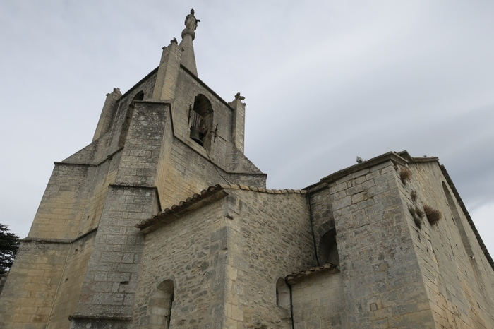 ボニュー村の頂上に佇む旧協会(Vieille Eglise)は、12世紀から15世紀にかけて築かれたものです。ゴシック様式とロマネスク様式が入り混じったこの教会は、創建当時から変わらない姿を今に残しています。
