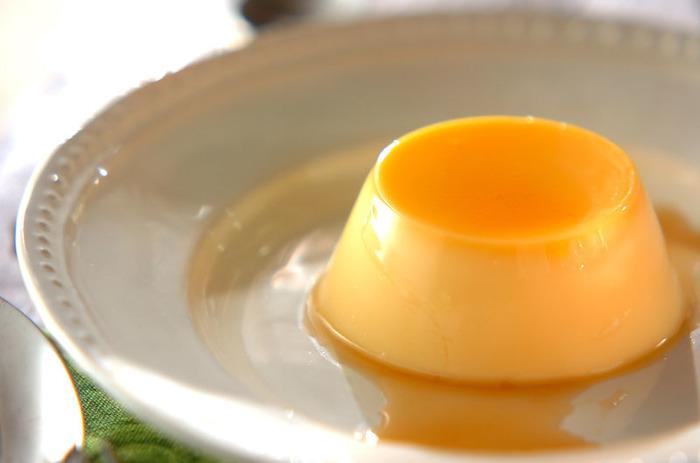 ゼラチンでかためるタイプのプリンなので、プリプリの食感が楽しめます。カラメルのほろ苦さがおいしい!