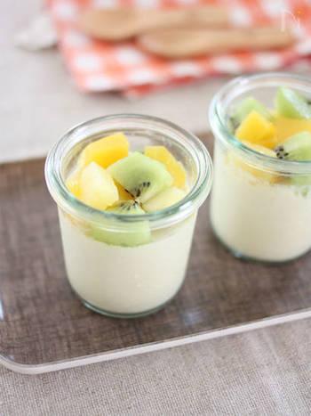 レモンのさっぱり風味が美味しいヘルシーな豆乳プリン。寒天を煮溶かして固めるだけなので簡単に作れます。