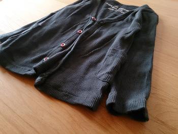 それを繰り返していると、いつしかクローゼットが洋服だらけになって、着たい服を探すのに毎日手間取ることに。そのような服は思い切ってさよならをして、今着る服だけを残しましょう。