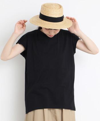 黒アイテムも、素材や合わせる洋服の選び方で印象はガラリと変わります。避けがちだった黒アイテムも、夏コーデに上手に取り入れてみてくださいね♪