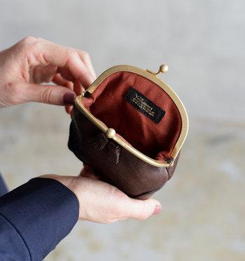 がま口財布は子どもっぽく見えると感じる方も、上品デザインのこんなお財布なら毎日持ち歩きたくなりますね。