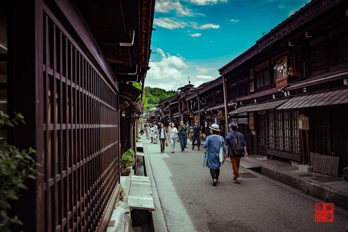今回は、魅力あふれる「岐阜県」の観光スポットを、エリア別にご紹介したいと思います。家事に育児に、学業に仕事に、忙しい毎日。たまには自分へのご褒美に、自然あふれる美しい「岐阜県」の旅に出かけてみませんか♪