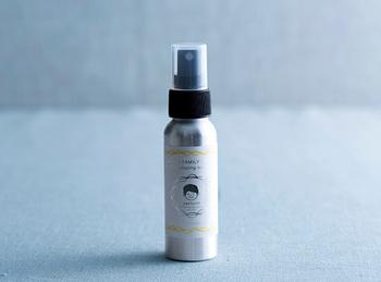 伊予柑の蒸留水にレモングラスやユーカリの精油が配合されたスプレーです。天然の力で虫からお肌を守ってくれます。