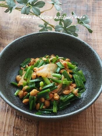 乳酸菌が豊富なキムチ、胃腸を整えるニラ、そして栄養豊富の納豆の組み合わせは、ぜひ食卓に並べたい一品。ご飯との相性も良いので、もりもり食べれてしまいそうです。