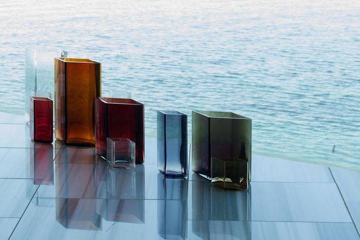 優雅なフォルムの涼しげ『北欧ガラス』に魅せられて♪人気シリーズをブランド別にご紹介