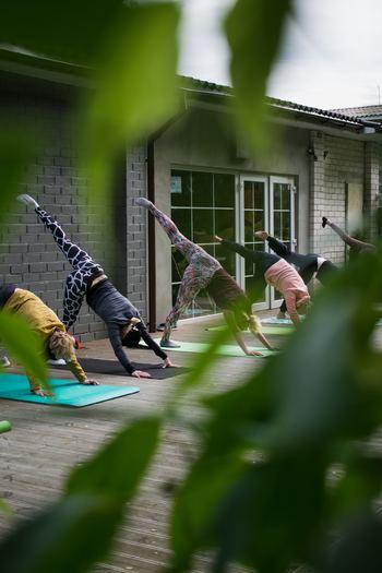 生活習慣や食事だけでなく運動も取り入れることで、腸の働きがさらに良くなることが期待できます。 短時間でできるものから、しっかりとケアできるものまで、その日に合わせて取り組んでみましょう。