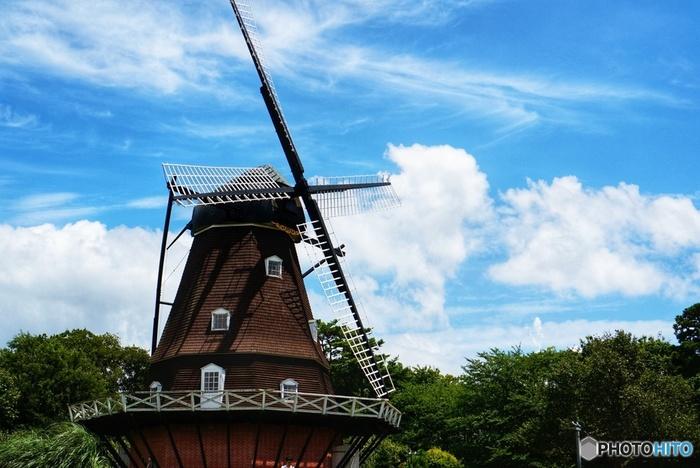 千葉県船橋市にある「ふなばしアンデルセン公園」。デンマークをイメージしたテーマパークで、東京ドーム約8個分という広大な園内には、「ワンパク王国ゾーン」「メルヘンの丘ゾーン」「子ども美術館ゾーン」「花の城ゾーン」「自然体験ゾーン」とそれぞれ特色の違う5つのゾーンが用意されています。