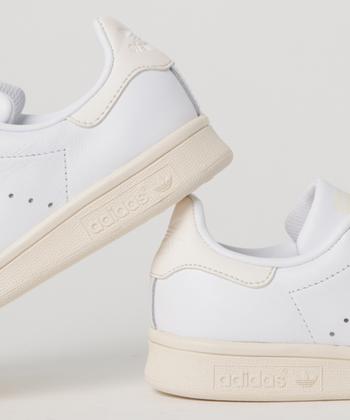 人気ブランドの白スニーカーをご紹介しましたが、いかがでしたでしょうか?白スニーカーとひと口にいっても、デザインも機能性もさまざま。あなた好みの白スニーカーで今年の夏は、爽やかにお出かけしちゃいましょう。