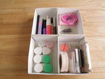 引き出しの中のごちゃごちゃをスッキリさせるのにちょうど良い仕切りボックス。細々した生活用品や雑貨を整然と収納できます。