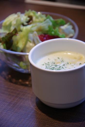 サラダやスープをプラスすれば、もうお腹いっぱい。心もお腹も優しく満たされます。