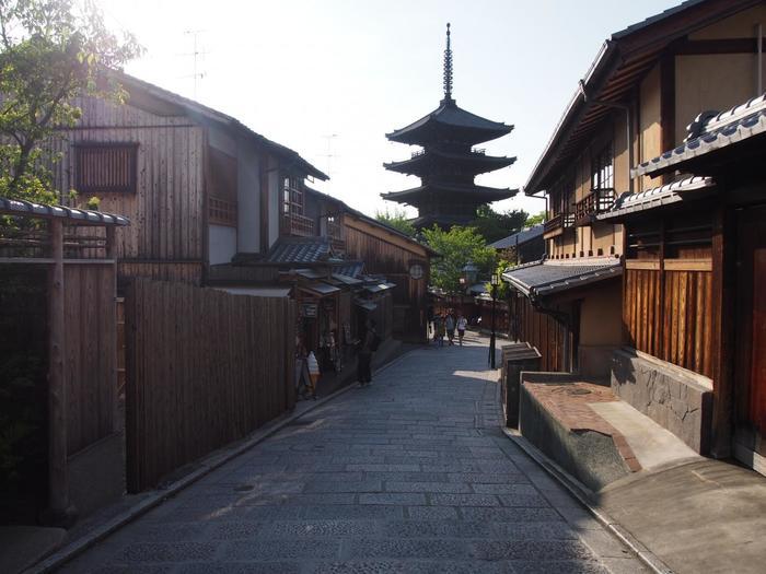気軽に楽しめる京都のランチ、いかがでしたでしょうか。京都は格式高いお店が多く、ちょっぴり身構えてしまうという方も多いのでは。でも今回ご紹介したスポットは、いずれも上質でありながら気軽に楽しめるお店ばかりです。  観光はもちろん食でも京都を満喫できれば、より旅のひとときが思い出深いものになりそうですね。あなたもぜひ、京都を旅した時には訪れてみてはいかがでしょうか。