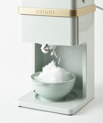 さらに、かき氷もスイッチ一つで手間いらずの電動タイプ。  そして昔ながらの「シャリシャリ」タイプの他、人気の「フワフワ」タイプも選択することができるのが高ポイント!