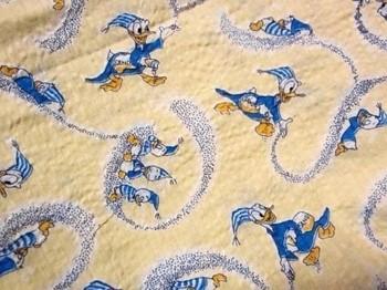 子供にも大人にも人気の高いキャラクターの布を使ってもいいですね!特にディズニー好きには、相手が一番喜ぶキャラクターの布をセレクトして貼ってみるのもおススメです!