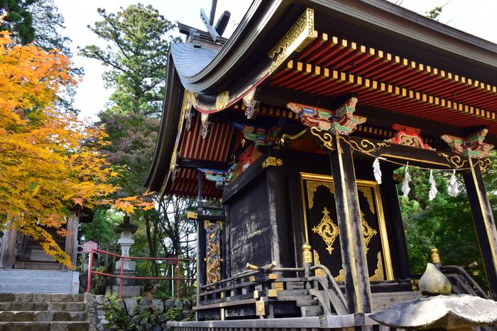 御岳山の頂には、日本古代史上の英雄、ヤマトタケルをはじめ5体の神様を祀る武蔵御嶽神社が鎮座しています。この神社は、東京都内における初詣スポットとしても人気がある神社です。