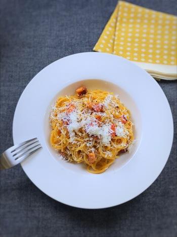 パンチェッタはイタリアンの定番・カルボナーラやピザをはじめ、スープ・リゾット・ガレット・炒め物など様々な料理に使用できます。