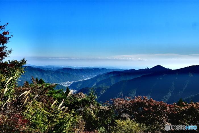 古くから山岳信仰の霊山として崇められていた御岳山は、東京都青梅市に位置する標高929メートルです。山頂まではケーブルカーが開通しているため、老若男女問わず大勢の人々がこの山を訪れています。