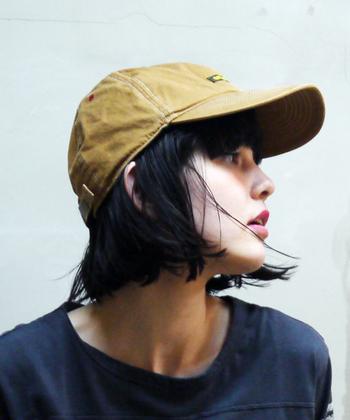 日差し除けのために、私はいつも帽子を持っていきます。折りたためる帽子だと、必要のない時にカバンにしまうことができるのでオススメですよ。