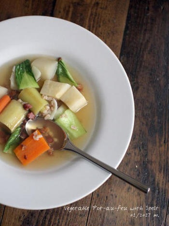 昆布だしと野菜の旨みが効いた美味しい「ポトフ」も、朝食におすすめの一品です。モチモチした麦の食感も美味。お野菜はよく炒めると甘みが出て、より美味しく仕上がるそうです。