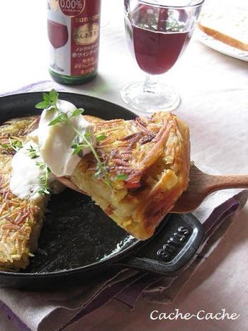 料理にコクと旨みをプラスしてくれるパンチェッタは、フレンチとの相性も抜群です。こちらはフランスの家庭料理として親しまれている「ガレット」。さつま芋の甘みとパンチェッタの塩気のバランスが絶妙です。