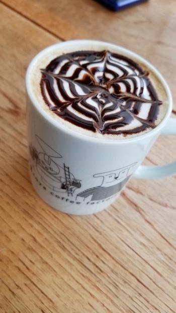 こちらは、キュートなマグカップに注がれたカフェモカ。桐生市は群馬県内でもカフェが多いエリアですが、その中でも雰囲気・味共に注目されているので、ぜひ足を運んでみてくださいね。