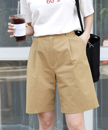お久しぶりの「ハーフパンツ」コーデ。大人っぽく素敵に着こなしませんか?