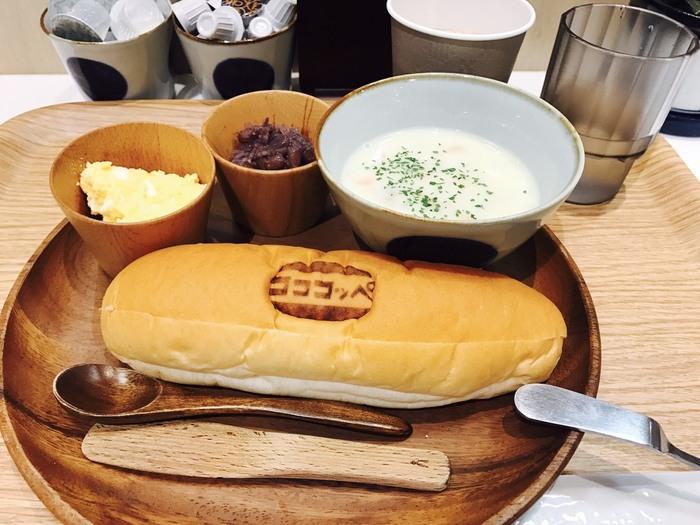 ランチとしていただくなら、コココッペイートインセット540円(税込)を。コッペパンはおかわり自由で、お好みのフィリング2種類、本日のスープ、お好みのドリンクが選べます。給食で食べた、あの優しくで素朴なコッペパンを心ゆくまで。お子さんも大満足間違いなしですよ。