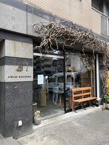 博多駅から車で約10分。福岡のパン好きさんの間で話題になっているのお店が「アマムダコタン」。人気のイタリアン「ヒラコンシェ」と、「パンストック」がコラボレーションしたパン屋さんです。