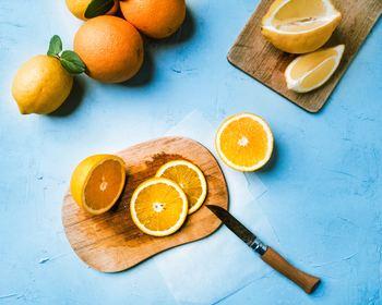 新鮮なフルーツと生クリームは相性抜群。基本のフルーツサンドは、食パン・フルーツ・生クリーム・砂糖があれば簡単にできますよ。