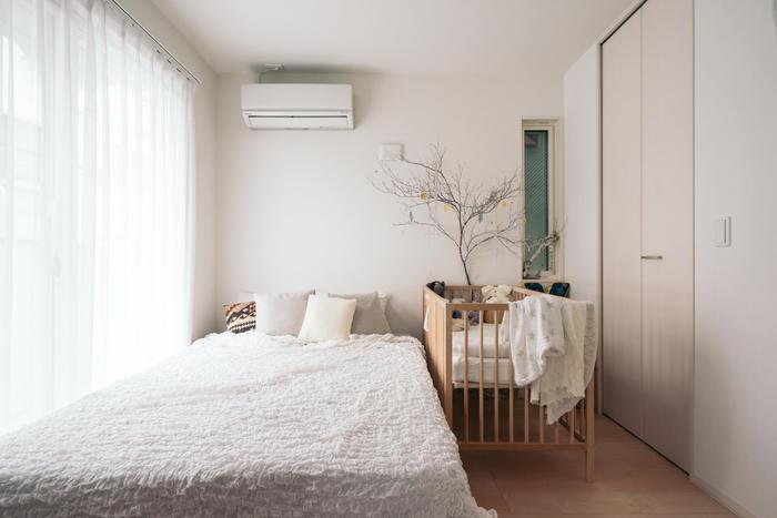 とりあえずは、台所と寝室がある程度なんとかなったら、今日明日のことは大丈夫。引越し後、気分良く休むためにも、寝具はある程度整えて。新品のシーツと枕カバーがあるだけで快適さがぐんと増すのでおすすめです。
