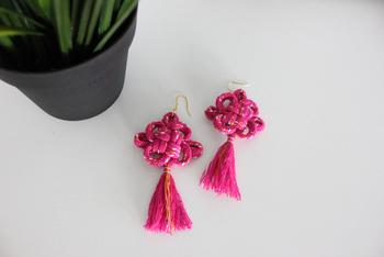 """結びの形が菊の花に似ていることから名付けられた「菊結び」には、""""延命長寿""""の意味が込められています。"""